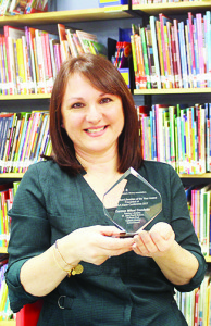 Carmen Condotta holds her Teacher Librarian of the Year award from OSLA.