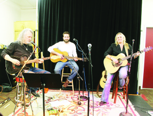 COUNTRY SOUNDS AT CROSSCURRENTS Traditional country singer and songwriter Jay Epstein was joined by David Henman and Suze Burmester last Friday at the latest evening peformance at CrossCurrents Cafe in Bolton. There was a large crowd out to hear the performance. Photo by Bill Rea